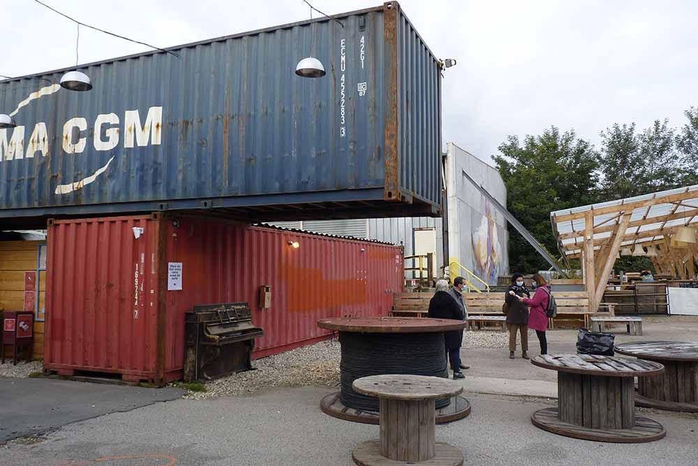 Containers et espace de convivialité