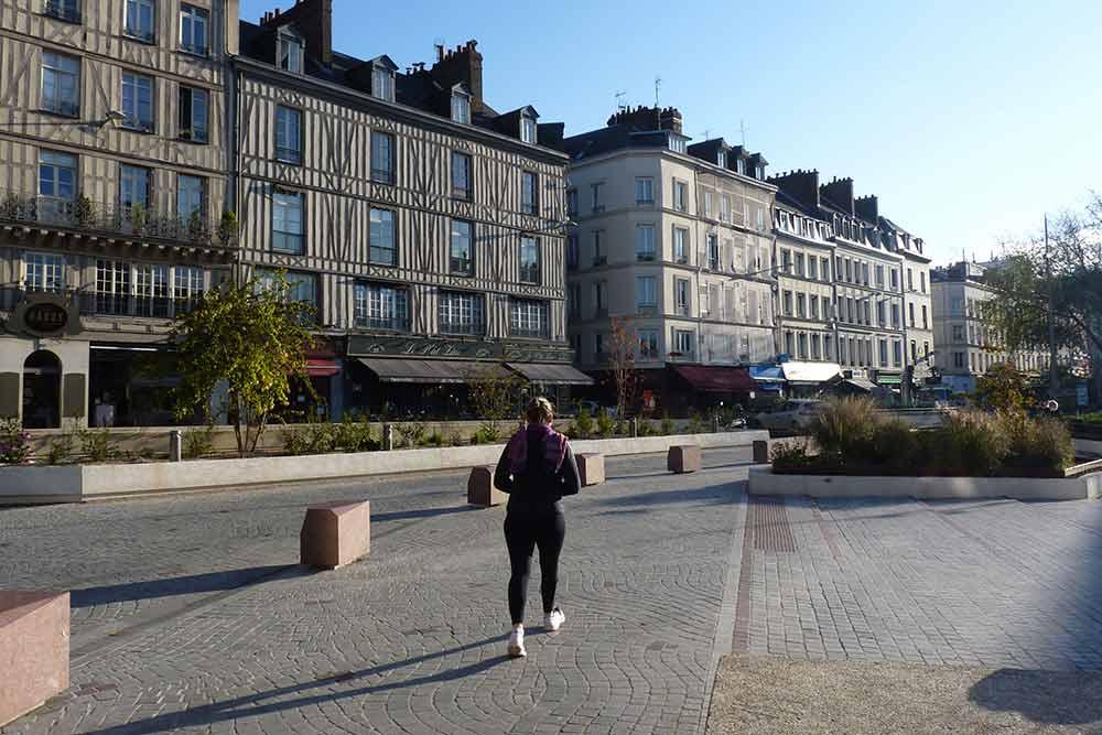 Rouen - Lumière matinale sur une place de la ville