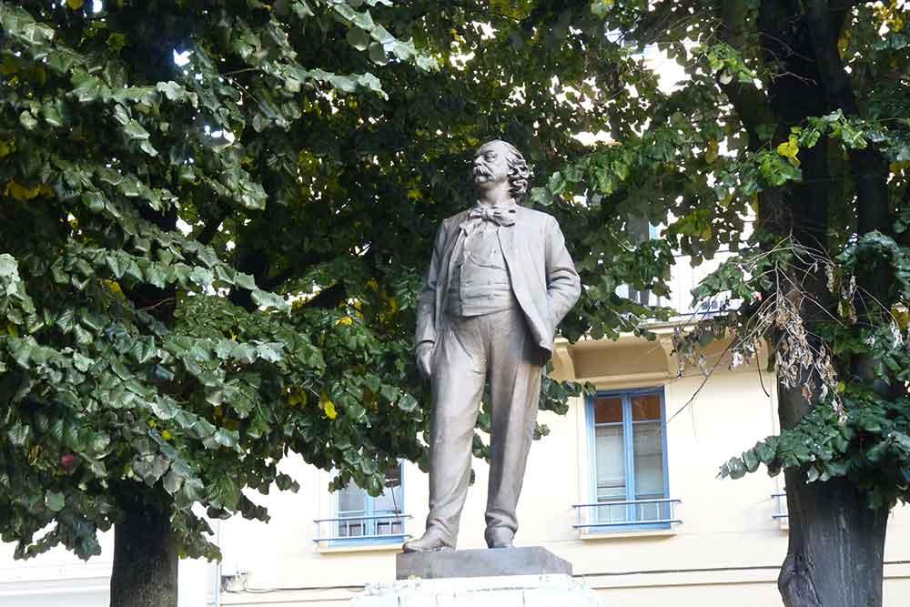 Rouen - Place des Carmes : Gustave Flaubert, bronze fondu par Rudier d'après le plâtre de Léopold Bernstamm