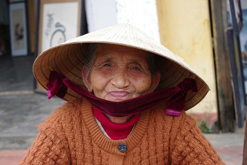 Une vieille femme thaïlandaise