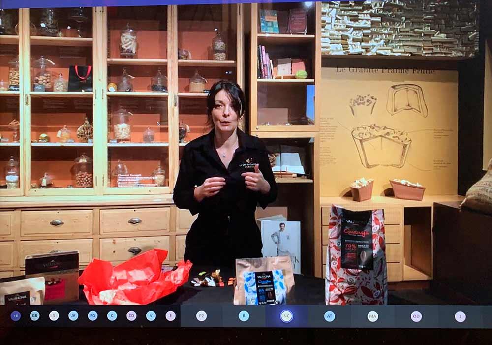Sandrine, l'animatrice, nous a vite mis au parfum du chocolat! (Photo d'écran)