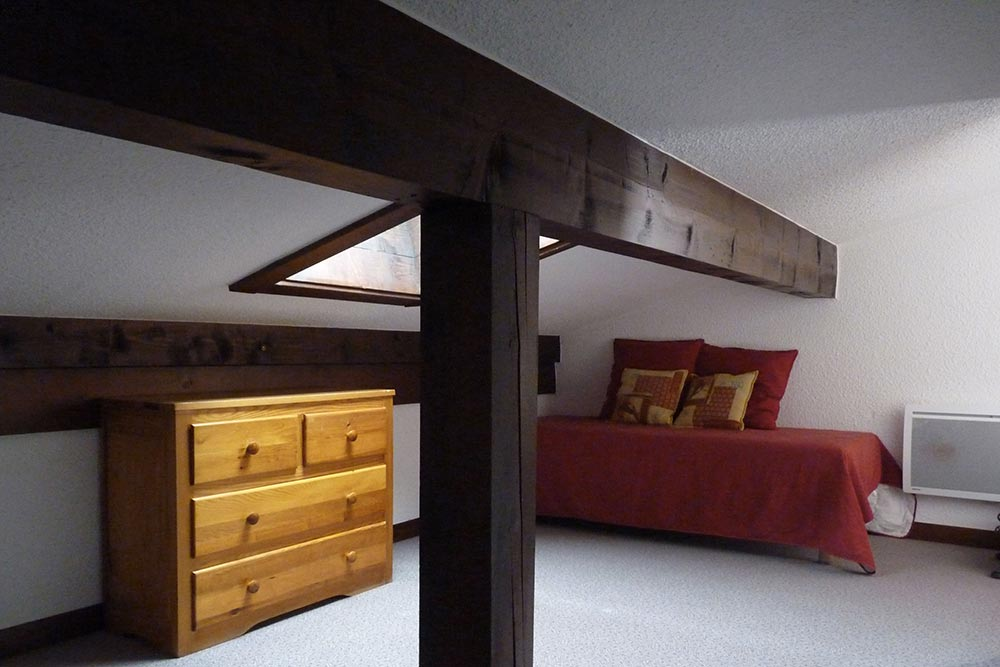 La chambre sous les toits avec 2 lits simples (Duplex)