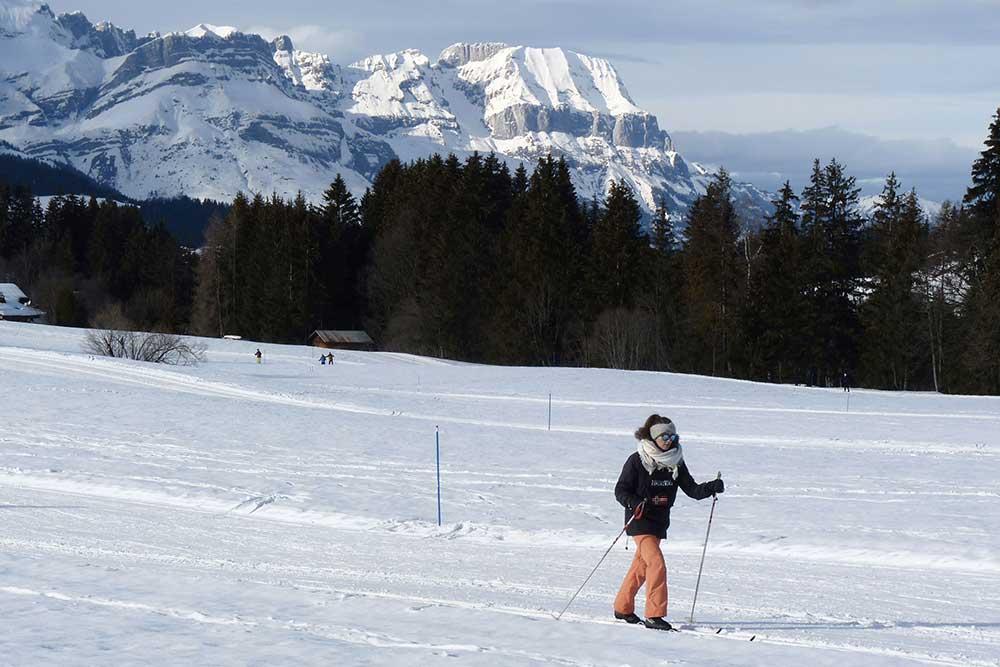 Mégève - Skieuse de fond, site nordique de la Livraz