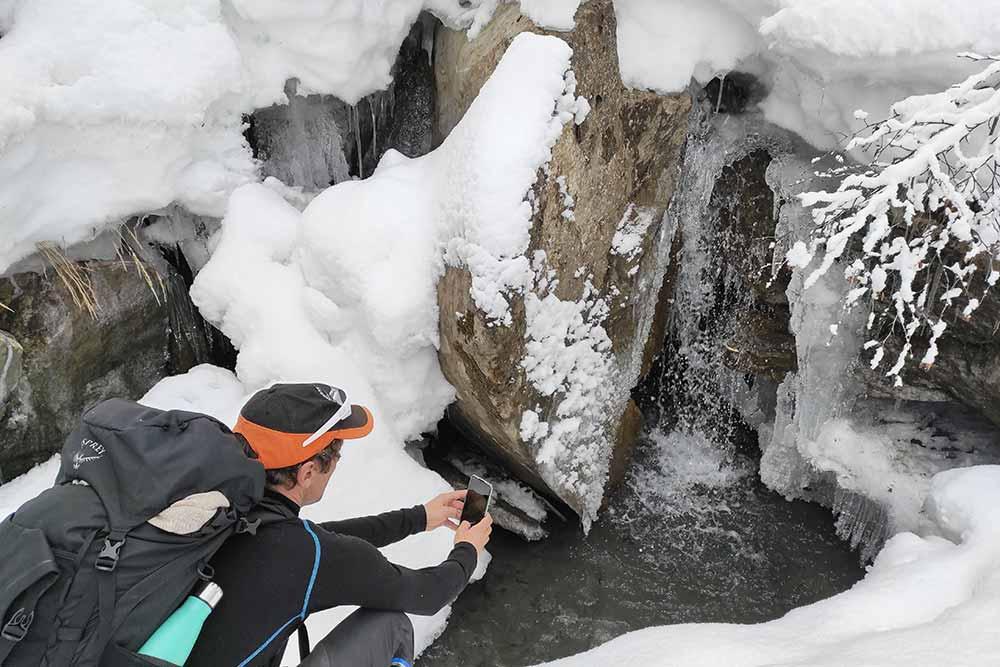 L'eau gelée du torrent: un très beau spectacle!