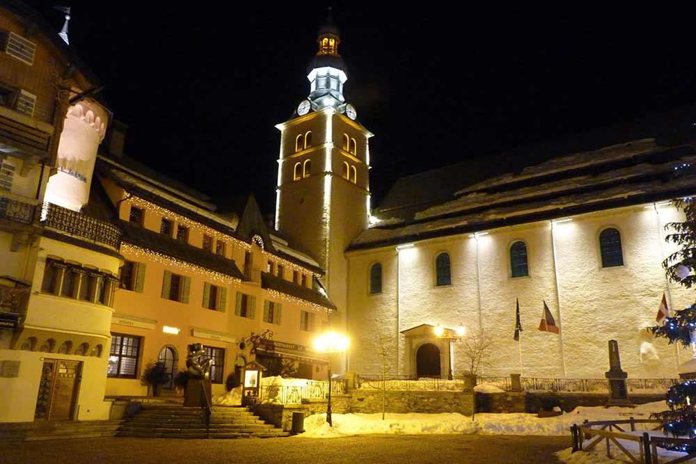 Mégève - La place de l'église, le soir