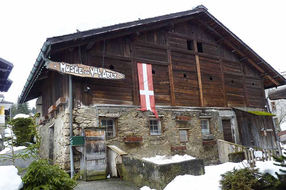 Vieille ferme logeant le musée du Val d'Arly