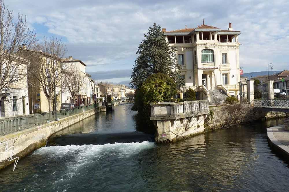 L'Isle-sur-la-Sorgue entre bras de rivière et canaux