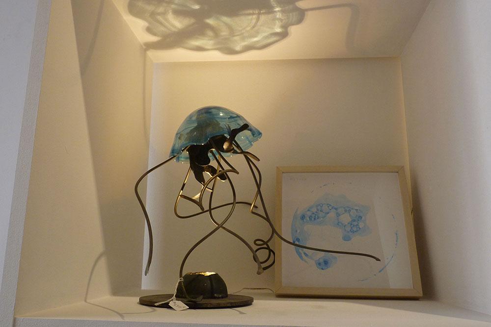 Lampe-méduse et aquarelle