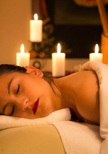 Moment de détente pendant le massage pour le lâcher-prise