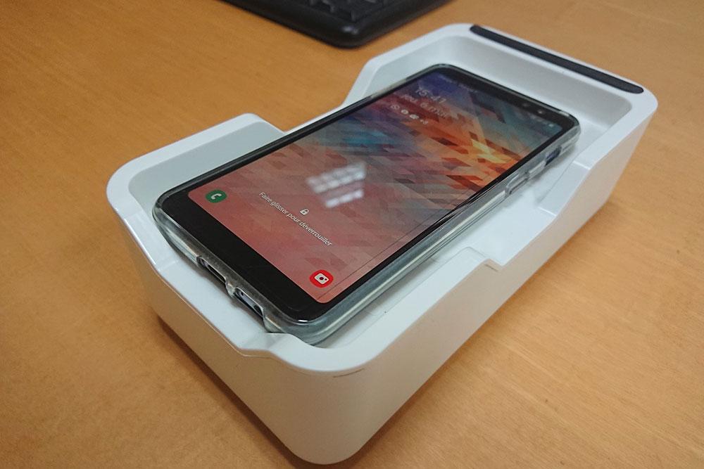 Le boitier bloque les ondes négatives du Smartphone et améliore la réception