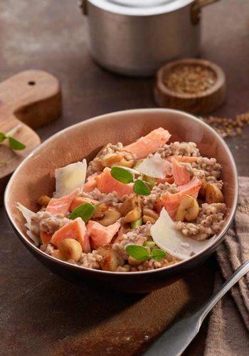 Saumon Traiteur mi-cuit aux herbes aromatiques & risotto de sarrasin aux légumes de saison