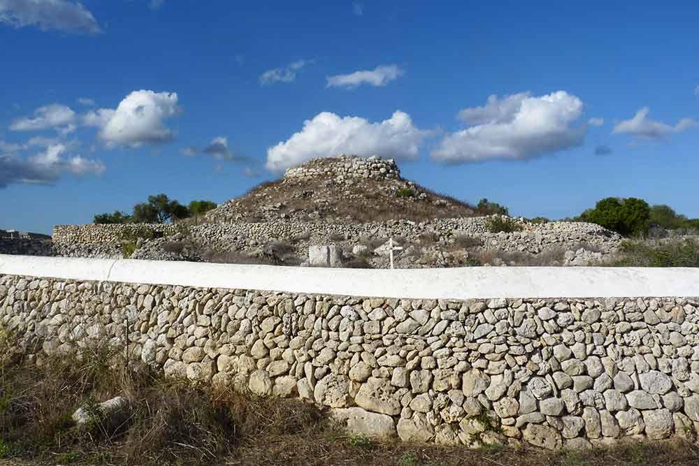 Minorque -Edifice talayotique