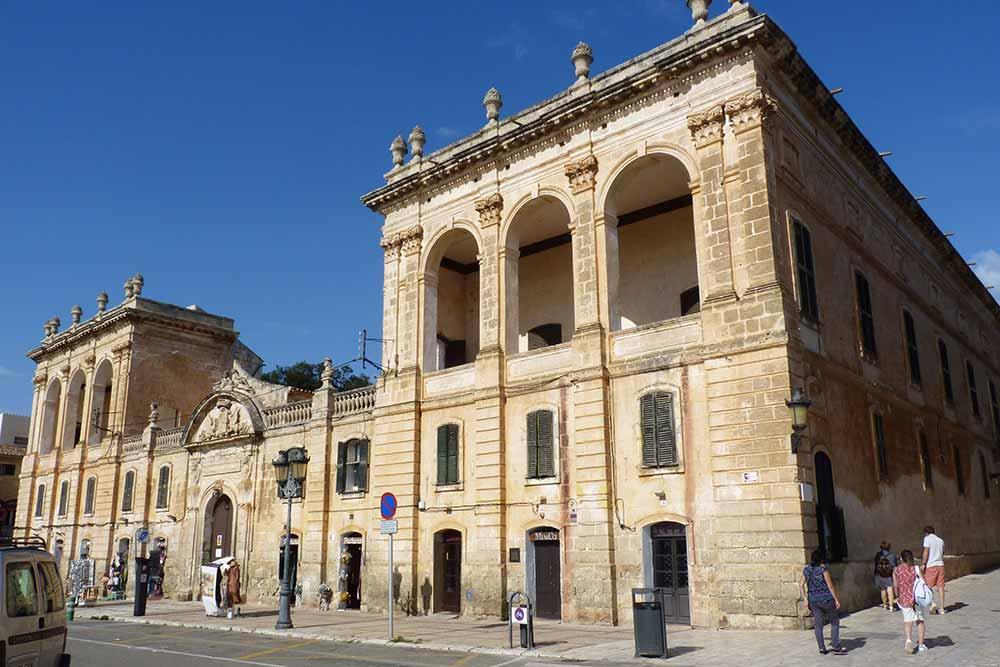 Minorque - Palais sur la place El Borne