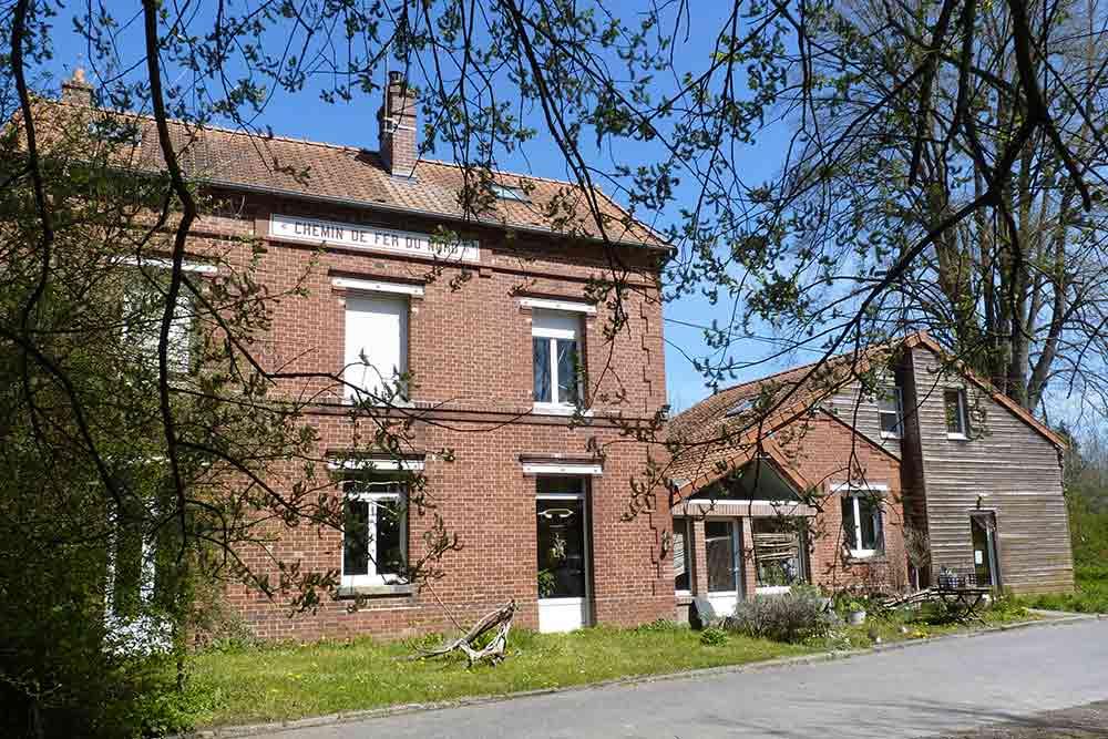 La maison d'Hélène, dans l'ancienne gare de Proisy (Jardin d'Hélène)