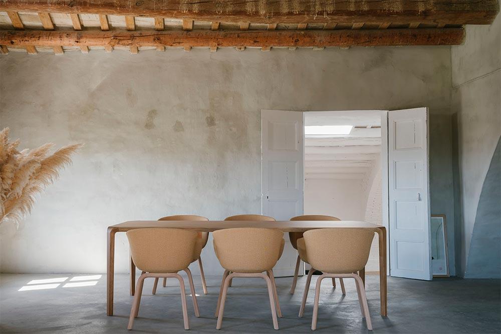 Des tables et des chaises agréables à utiliser