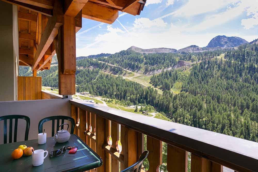 Isola - Prendre son petit déjeuner face à la montagne…