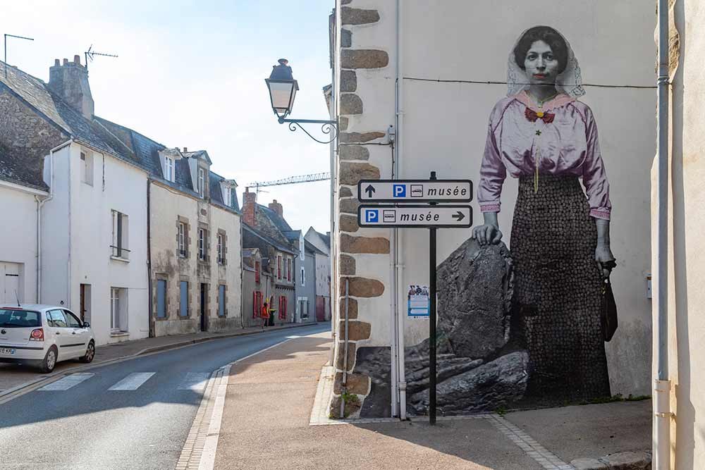 Femme du Bourg-de-Batz vers 1930.