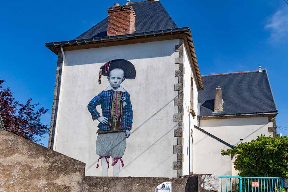 Batz-sur-Mer - Enfant en costume Bourg-de-Batz vers 1880.