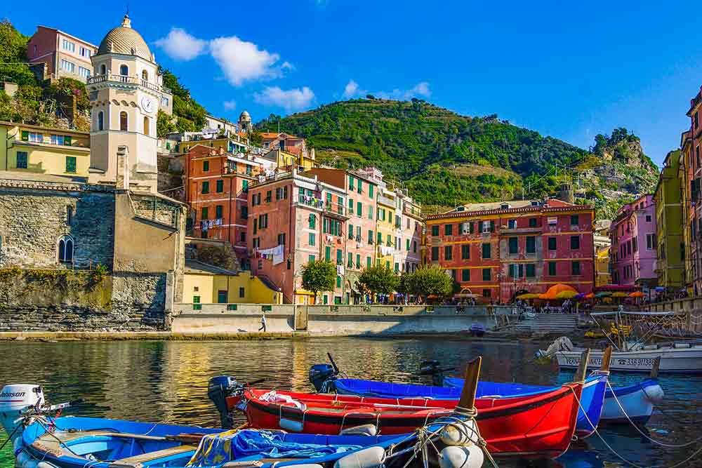 Italie, un beau village au bord de la mer