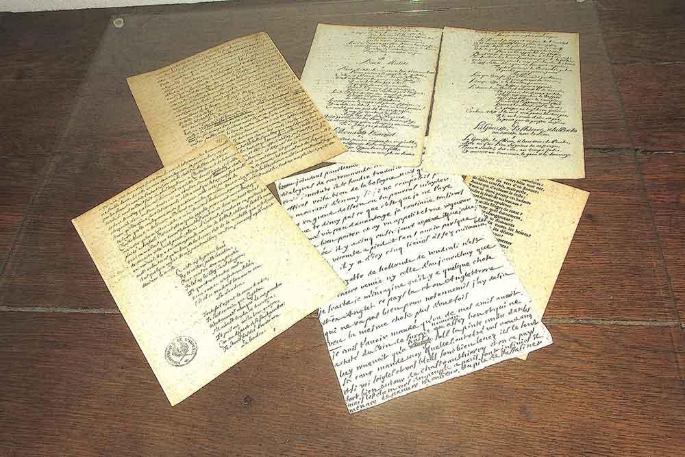 Quelques vers et écrits de première main.