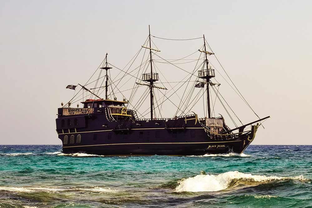 Un bateau arrive à Chypre