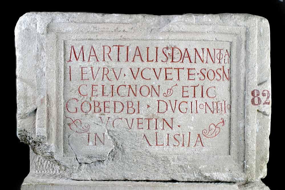 Dédicace de Martialis au dieu Ucuetis, 2e moitié du Ier siècle ap. J.-C., Conseil départemental de la Côte-d'Or, Musée Alésia, dépôt du Musée Municipal d'Alise-Sainte-Reine.