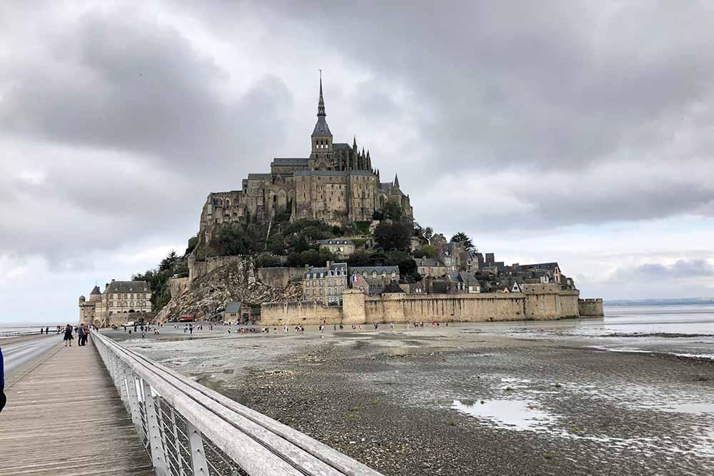 Le Mont-Saint-Michel - vu depuis la passerelle d'accès
