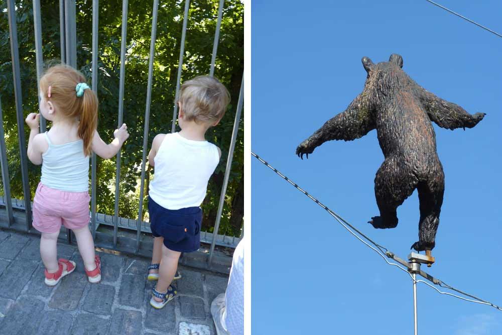 En attendant Papa Ours… A droite, ours sculpté