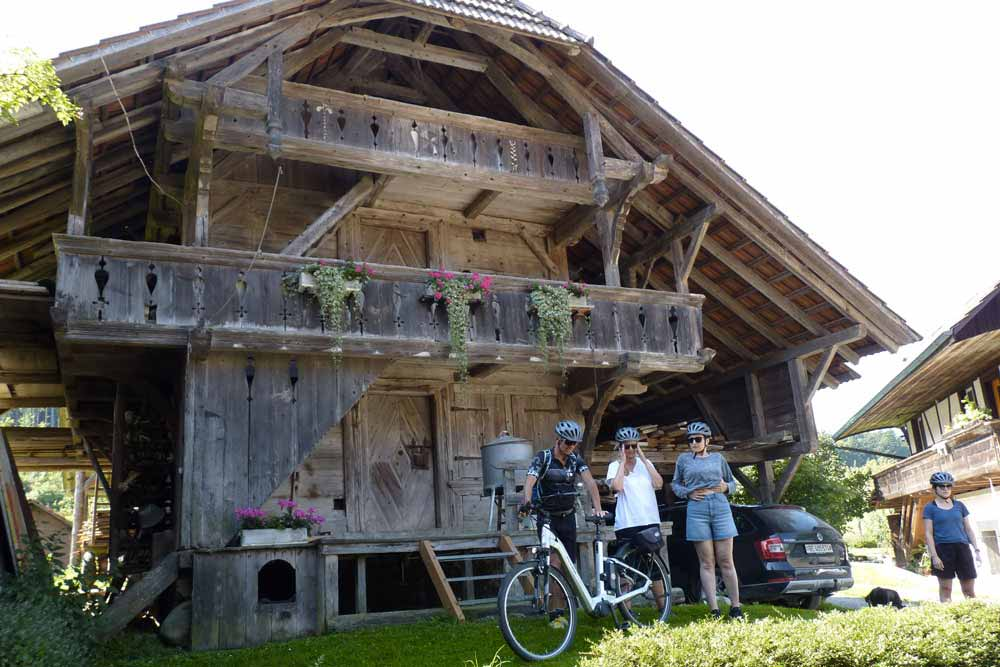 Suisse - Vieille ferme en bois (environs de Berne)