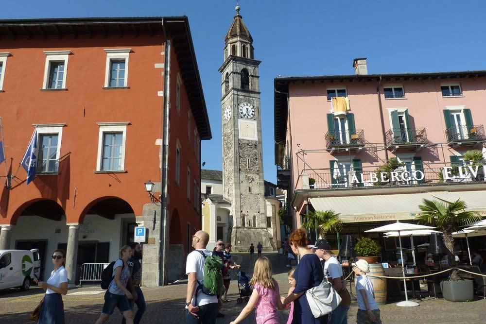 Suisse - Maisons et église à Ascona