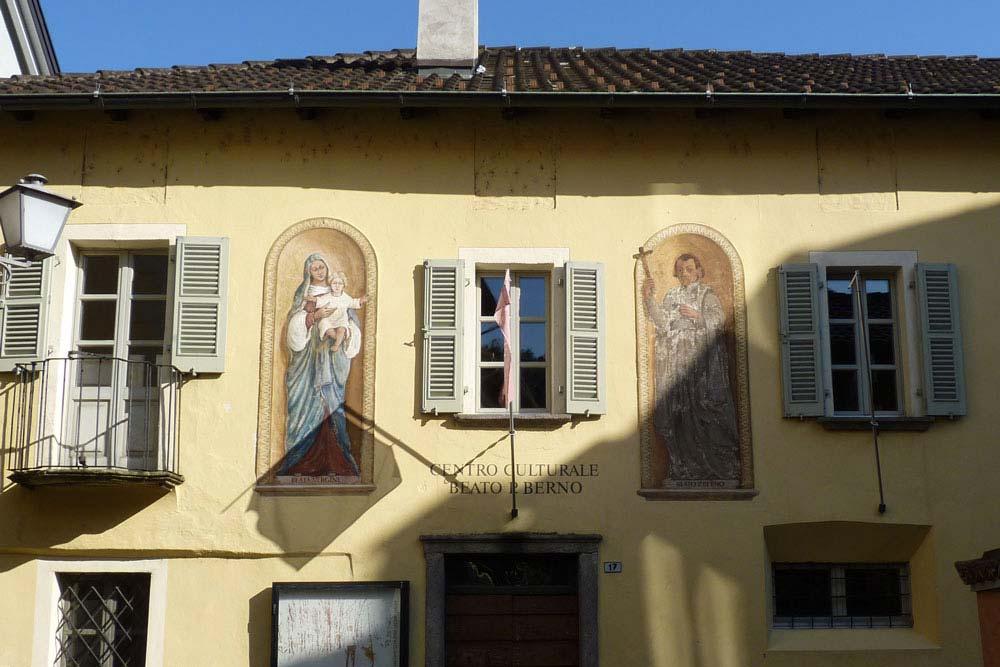 Façade décorée dans le vieux centre (Ascona)
