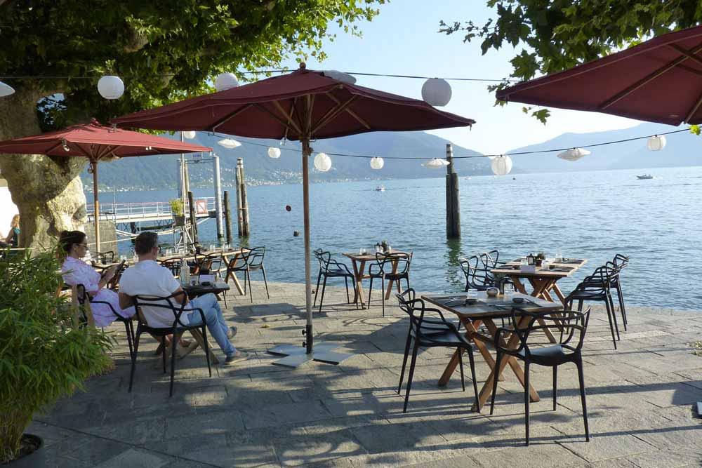 Suisse - Café au bord du lac Majeur (Ascona)
