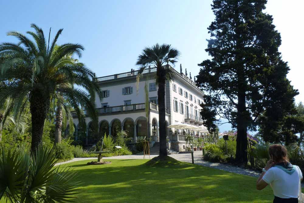 Suisse - Le jardin botanique avec, au fond, la maison d'Antoinette de Saint-Léger (îles Brissago)