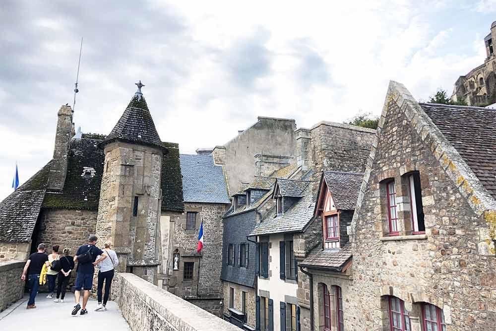 Promenade sur les remparts du Mont-Saint-Michel